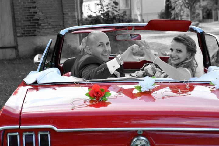 Nach der Hochzeit im Auto